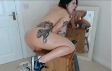 Tattooed curvy camgirl masturbates